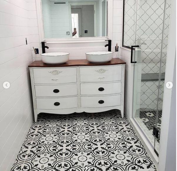 Abbotts bathroom