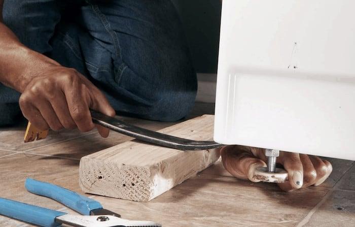 adjusting feet on a washing machine