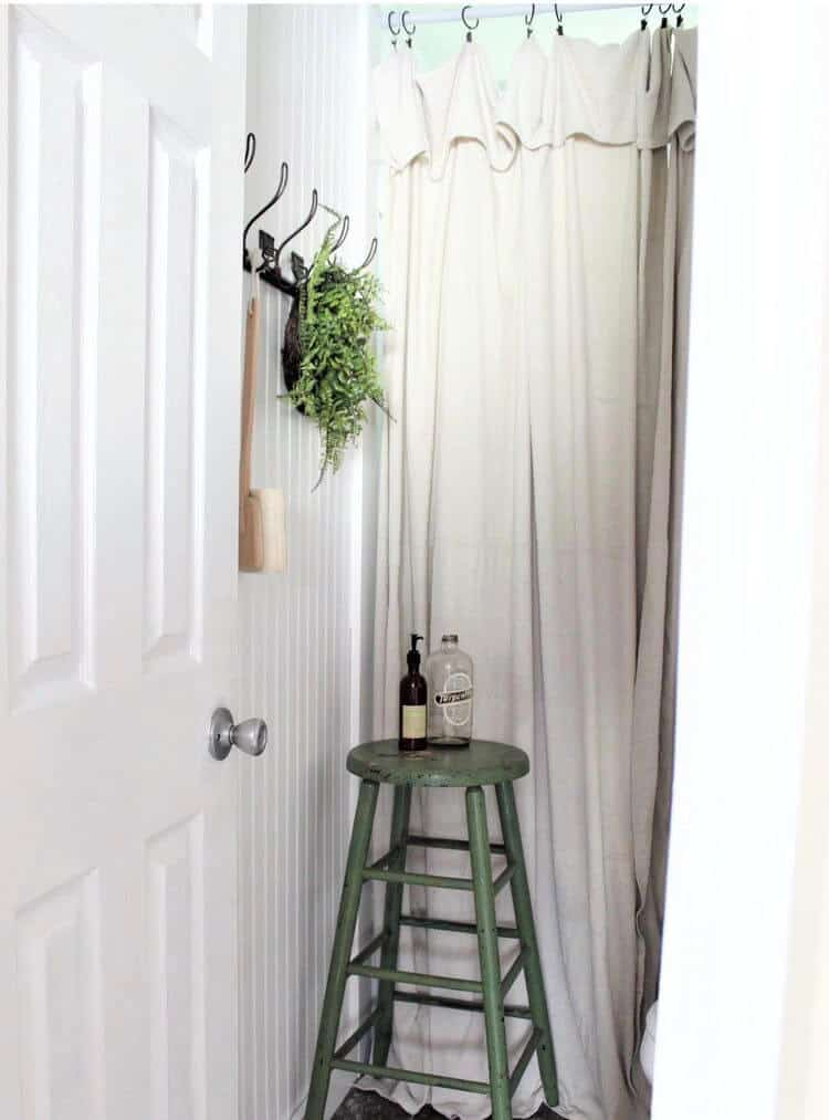 Affordable farmhouse mobile home bathroom makeover0005
