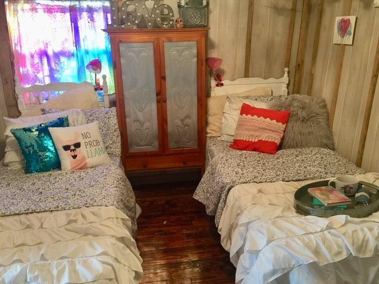 kids bedroom in mobile home