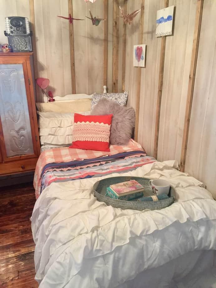 1985 Liberty single wide kids bedroom after