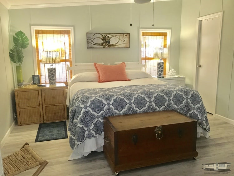 Beach cottage master bedroom with wicker furniture