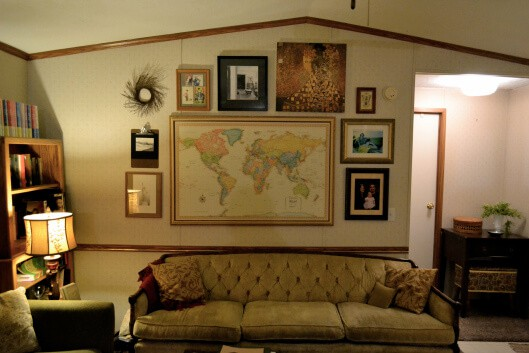 beautiful eclectic single wide decor - gallery wall in living room