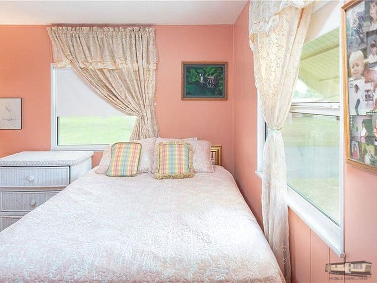 Bedrooms in mobile home blissful and cozy yellow sw in venice fl00001