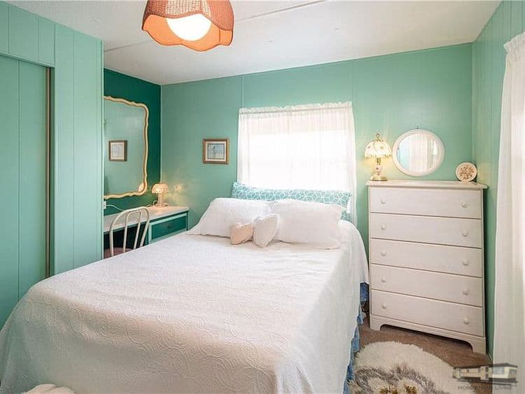 Bedrooms in mobile home blissful and cozy yellow sw in venice fl00004