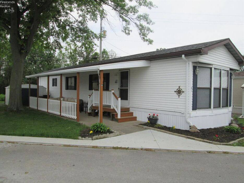 buying a mobile home in Ohio-single wide with nice roof