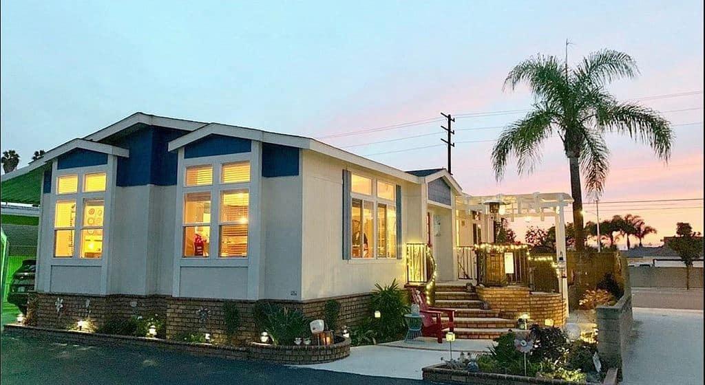 california-double-wide-on-corner-lot