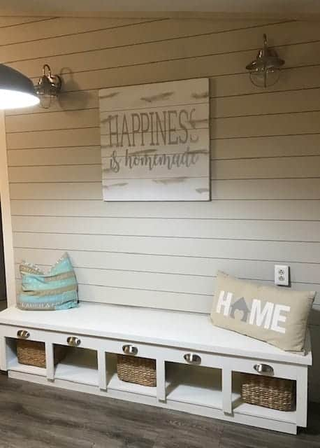 Coastal-farmhouse-mudroom