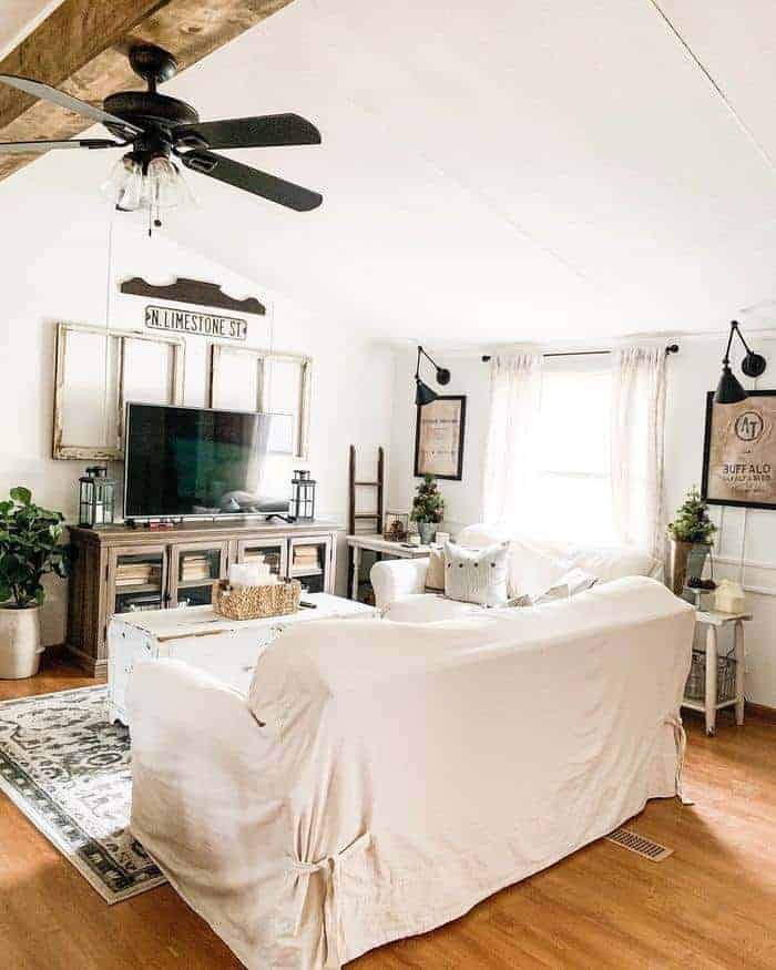 cottage-farmhouse-style-living-room-in-mobile-home