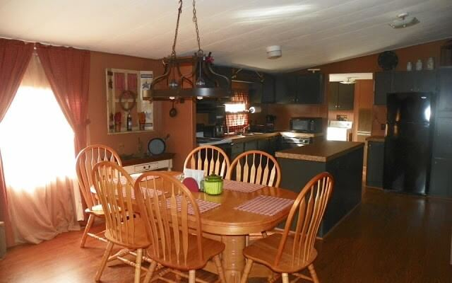 Primitive Kitchen In Manufactured Home
