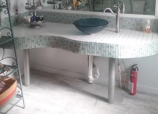 Curved Masterbath Counter