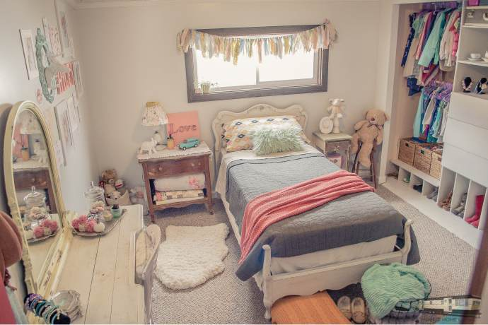 Cute childrens bedroom in double wide