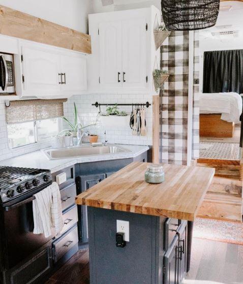Farmhouse 5th wheel kitchen