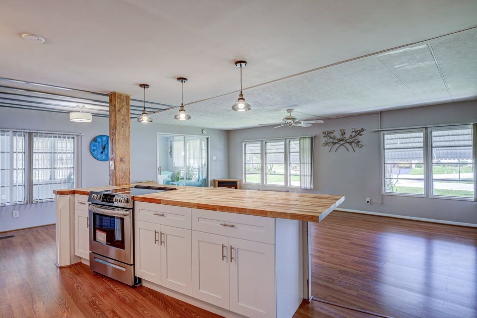 Farmhouse double wide kitchen