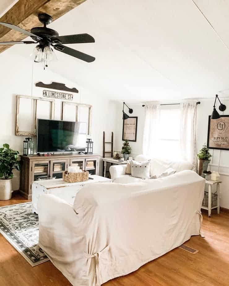 farmhouse style mobile home living room with ceiling fan