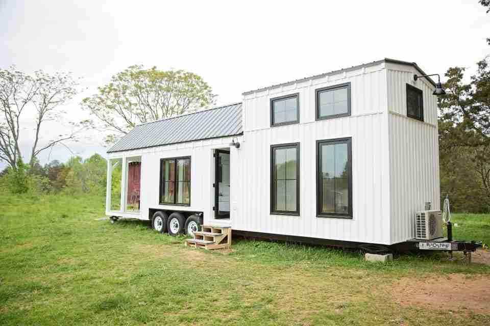 Farmhouse tiny home exterior