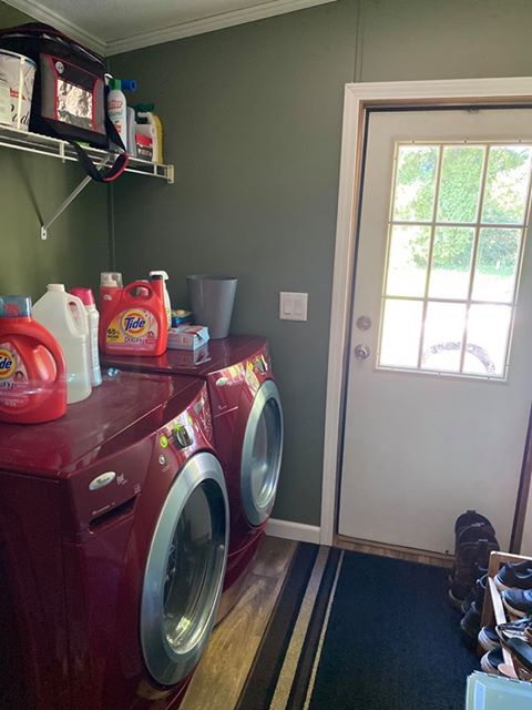 Fleetwood double wide laundry room after