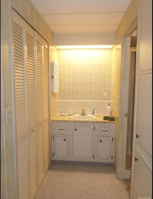 Florida double wide master bath before