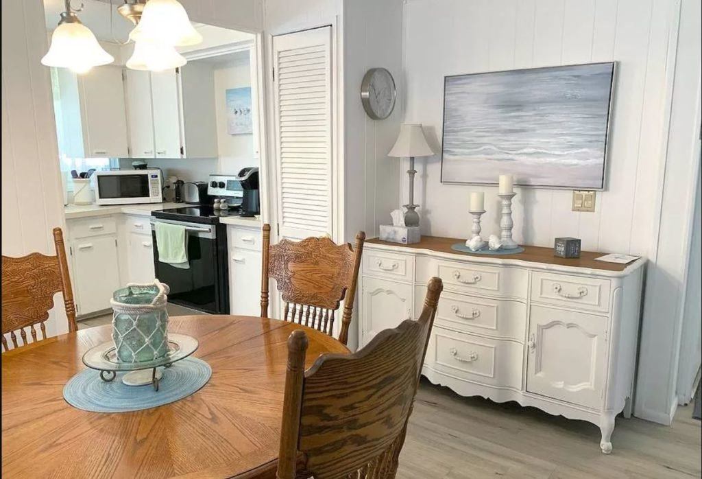 Florida two bedroom dining