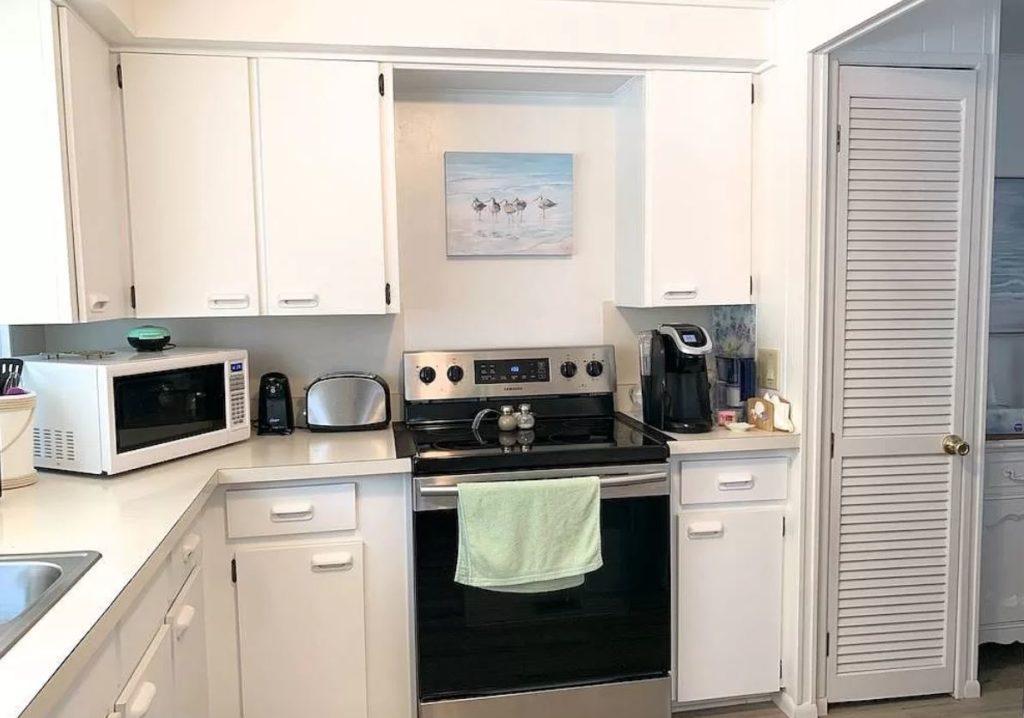 Florida two bedroom kitchen