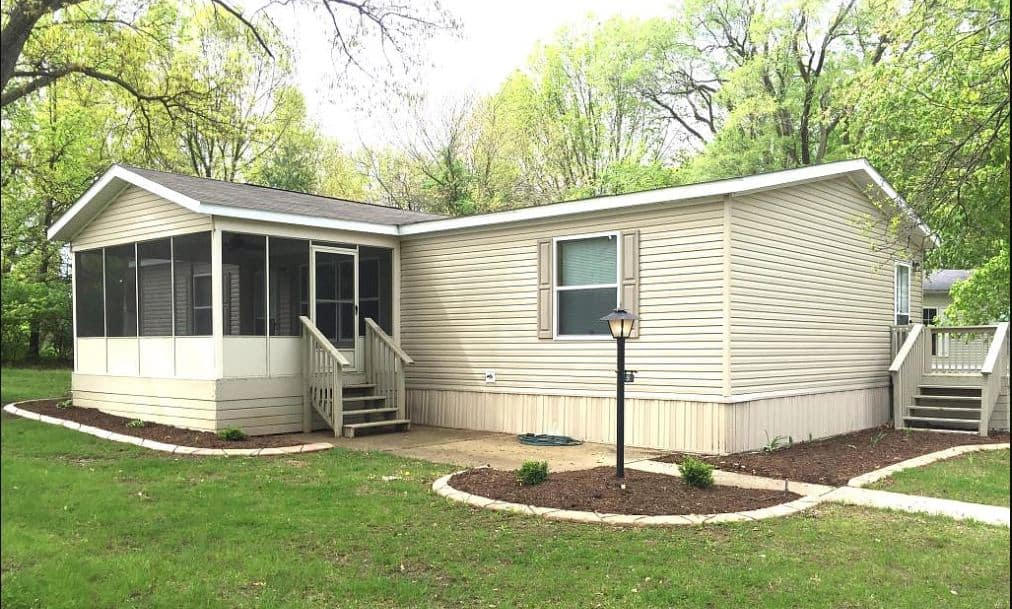 Illinois double wide with porch