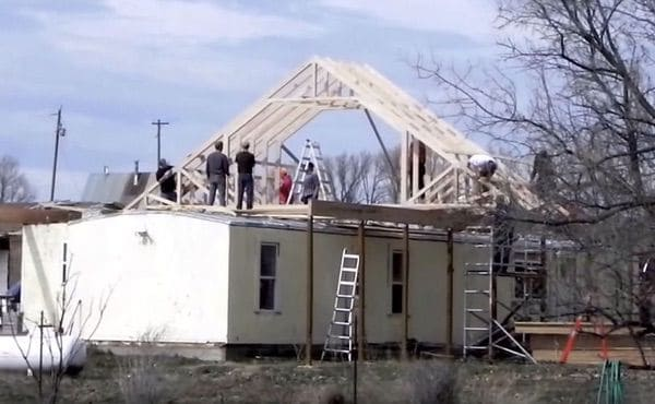 The Best Self-Supported Mobile Home Roof Over Designs 1