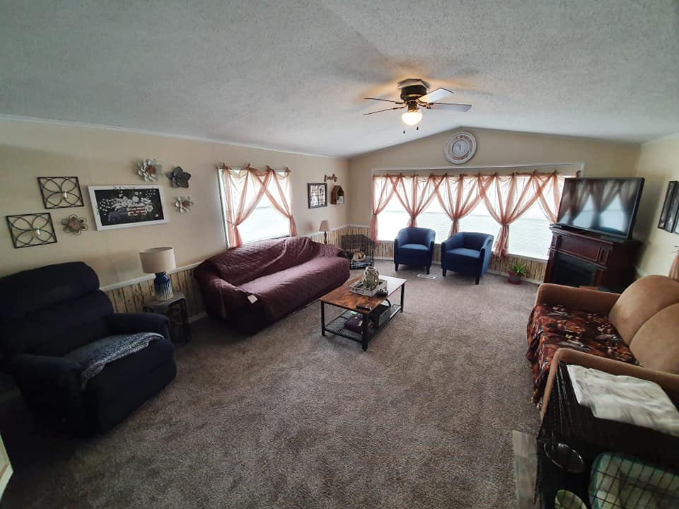 Iowa Single Wide Living Room