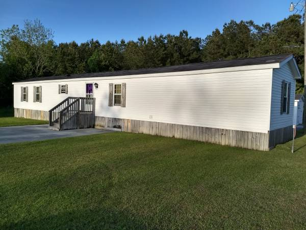 jacksonville FL single wide mobile home with wood underpinning -exterior