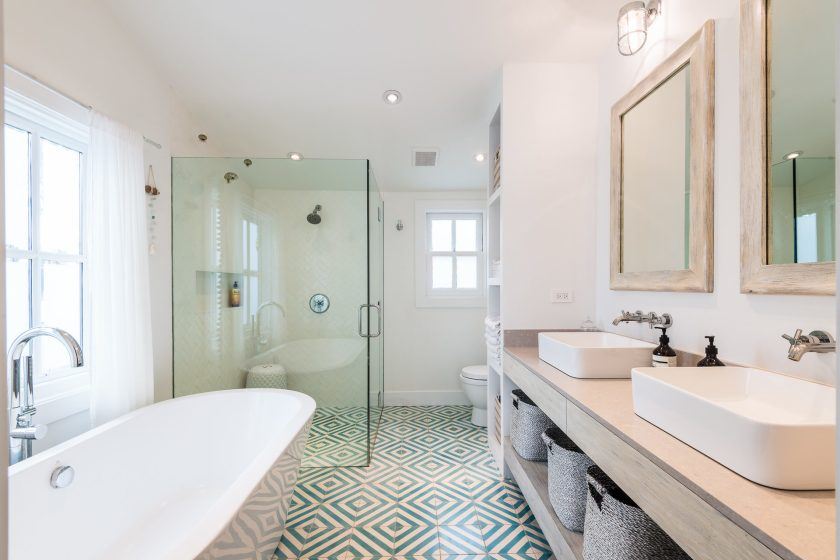 Light and bright double wide bath