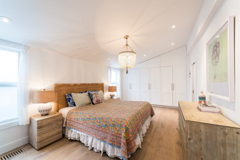 Light and bright double wide bedroom