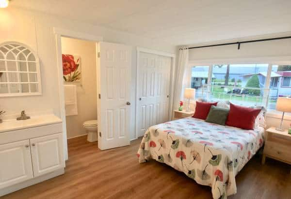 Marlette mobile home bedroom with bath