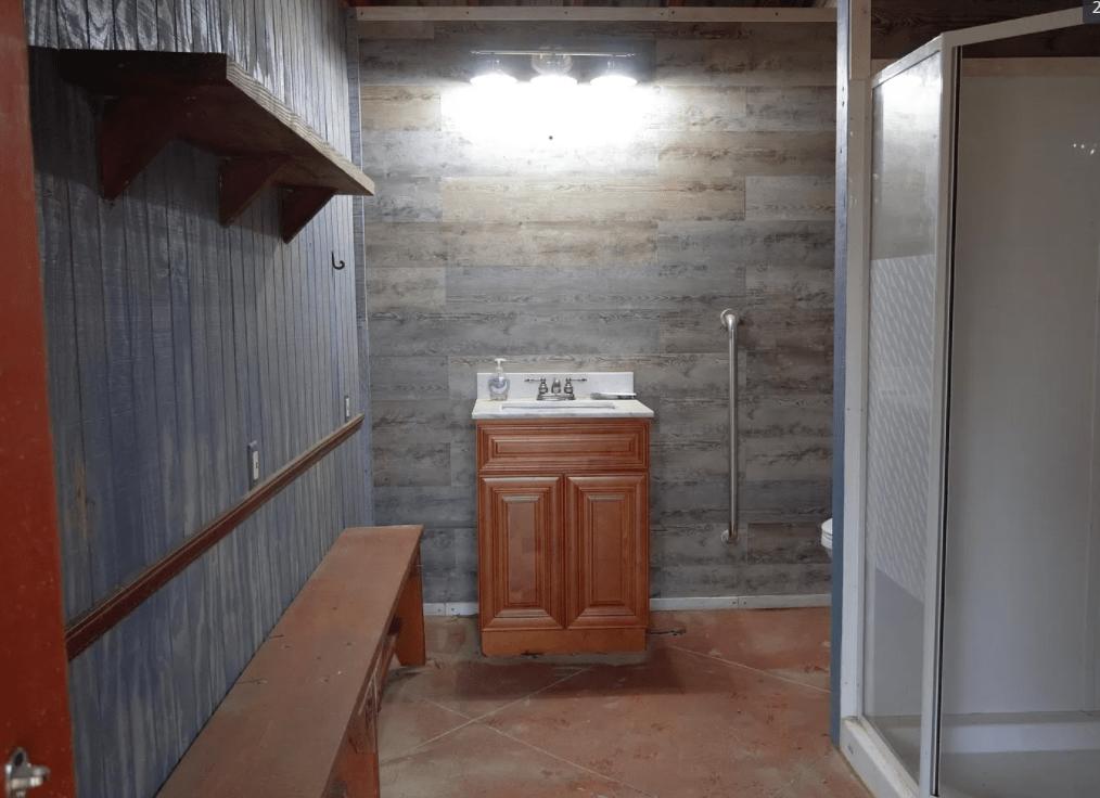 Mississippi outdoor bathroom