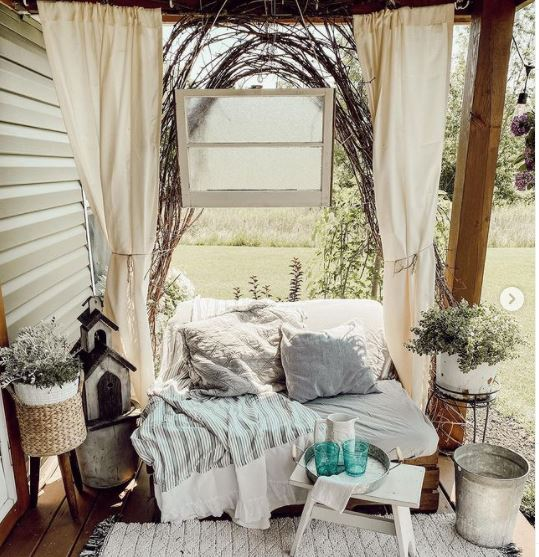 Mobile home cottage front porch