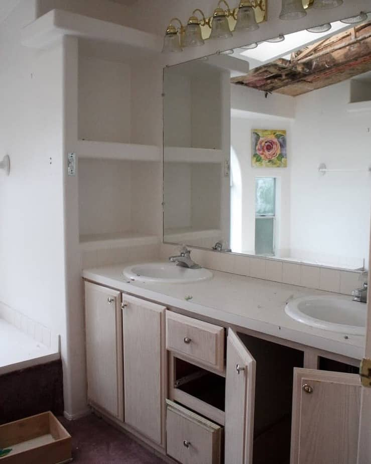 Mobile home flippers create beautiful farmhouse mobile home master bathroom before remodel 2 mobile home flippers