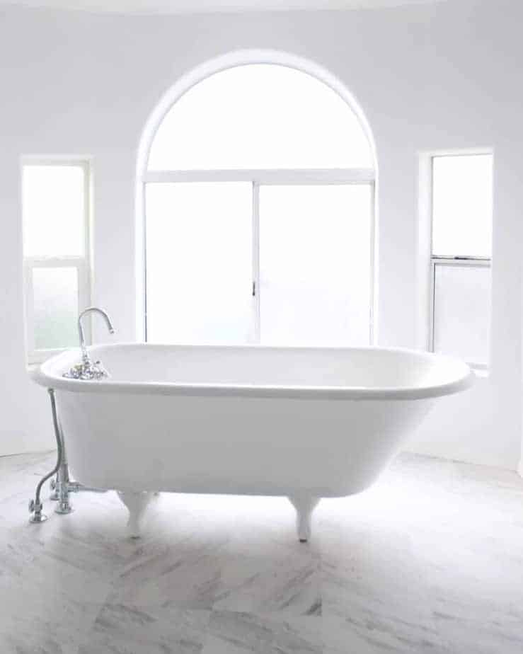 Mobile home flippers create beautiful farmhouse mobile home tub after