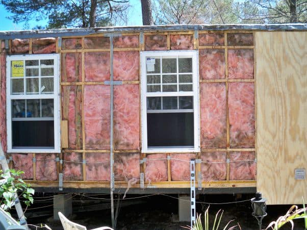 mobile home -insulation under siding fron view