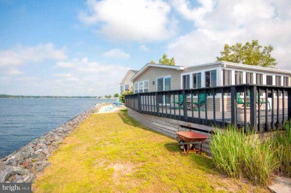 mobile home living in delaware-waterfront double wide