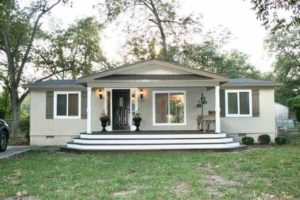 mobile home living in georgia-front porch