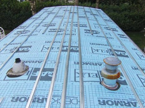 Top Tips To Maintain A Flat Roof On A Mobile Home