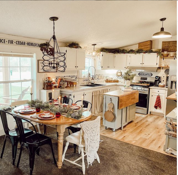 Mobilehome cottage dining room