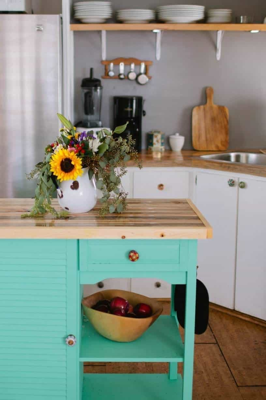 True Tiny Homes : Scandinavian Eclectic Mobile Home Makes Headlines