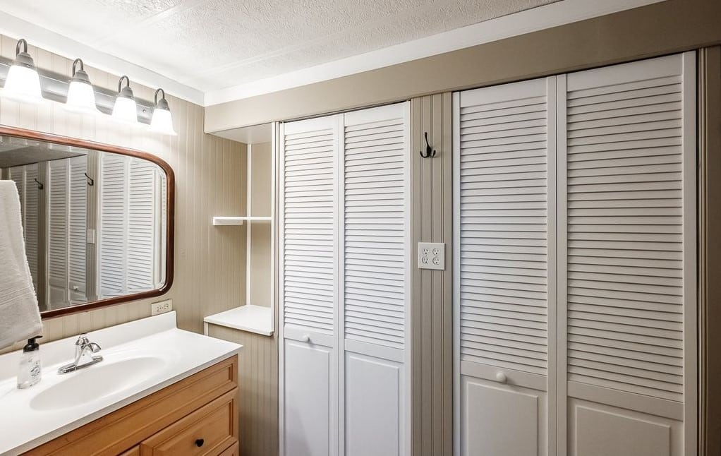 Oregon Double Wide Bathroom Storage
