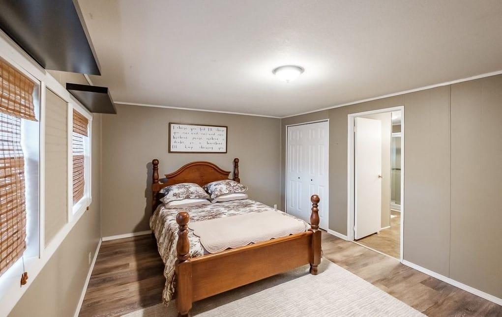 Oregon Double Wide Master Bedroom