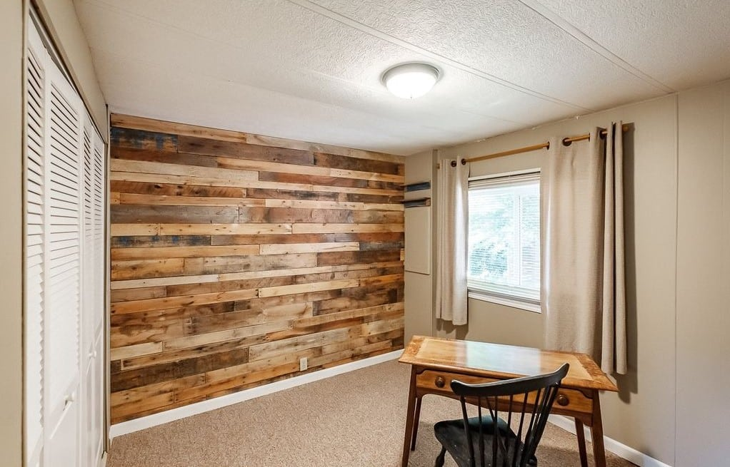 Oregon double wide pallet accent wall