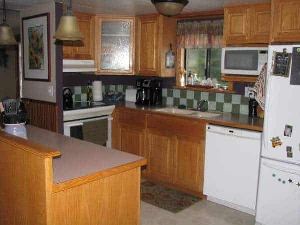 oregon-mobile home with checkerboard backsplashkitchen