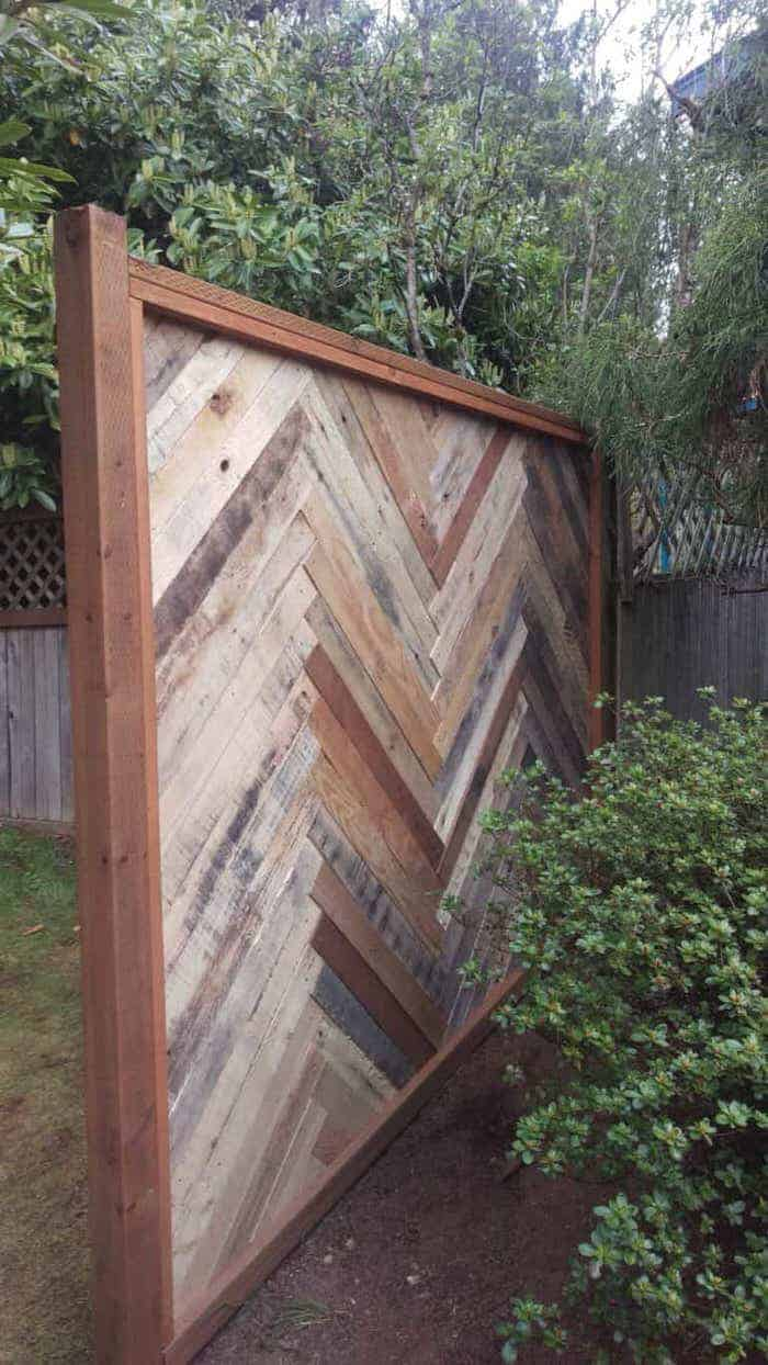 backyard privacy fence made with pallets