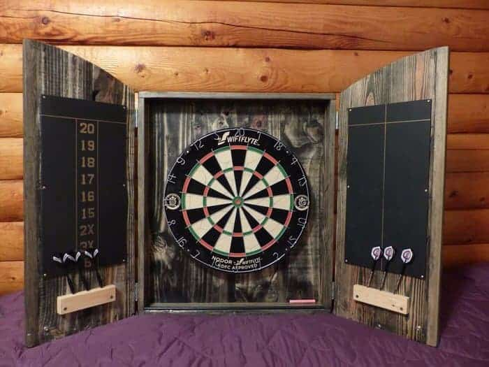 dart board enclosure made from pallets