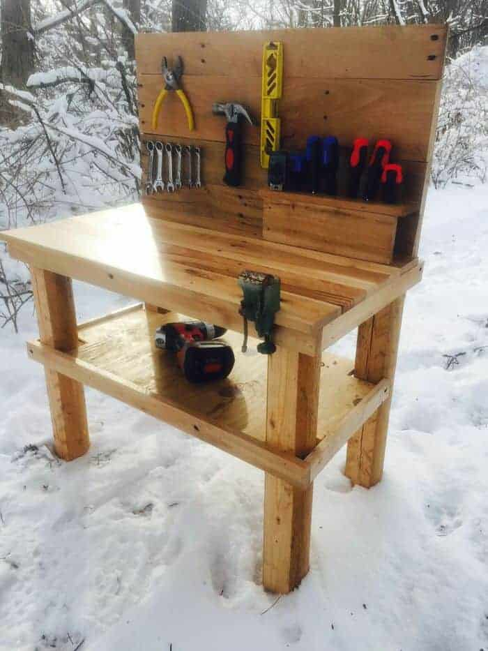 kids tool bench - DIY Pallet Projects