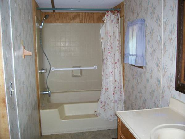 bathroom in Liberty single wide mobile home