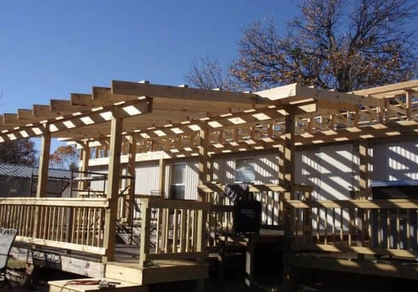 rafters over the deck for self-supporting mobile home roof over